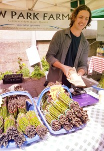 asparagus-in-kent-farmers-market-blackheath